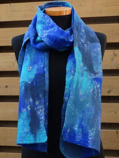 Vilt op zijde sjaal blauw