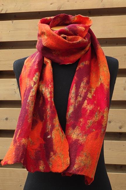 Vilt op zijde sjaal oranje-rood