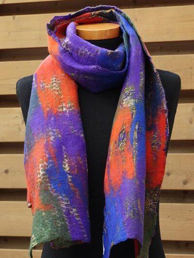 Vilt op zijde sjaal paars-rood
