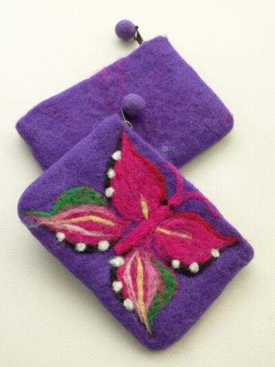 vilten beursje paars met vlinder