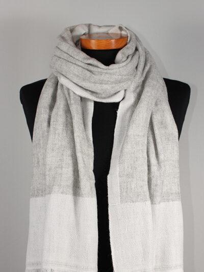 Dubbel geweven sjaal lichtgrijs